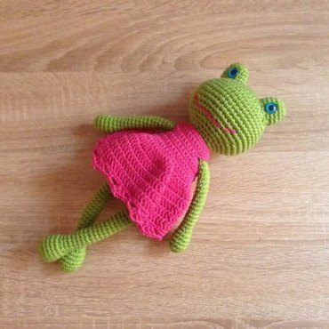 Вязаная лягушка амигуруми