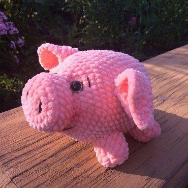 Свинка амигуруми из плюшевой пряжи