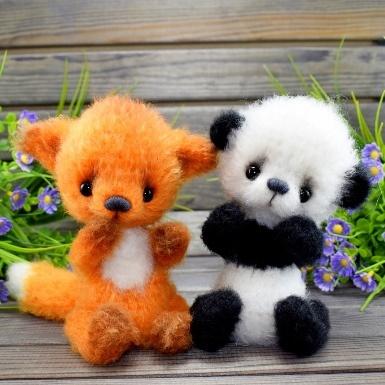 Лиса и панда игрушки крючком