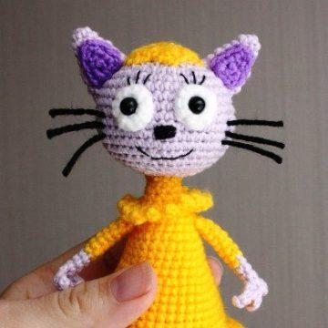 Вязаная кошка Лапочка крючком