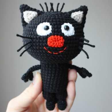 Вязаный котенок Сажик крючком