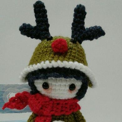 Вязаная кукла в костюме оленя