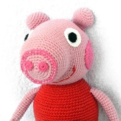 Вязаная свинка Пеппа крючком