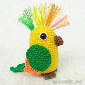 Вязаный попугай амигуруми