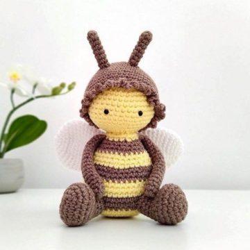 Вязаная пчела крючком