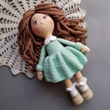 Вязаная кукла крючком