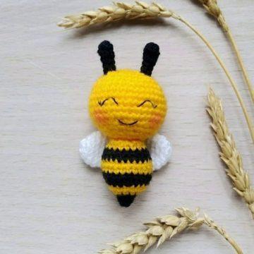 Вязаная пчелка крючком