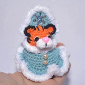 Тигр Снегурочка амигуруми