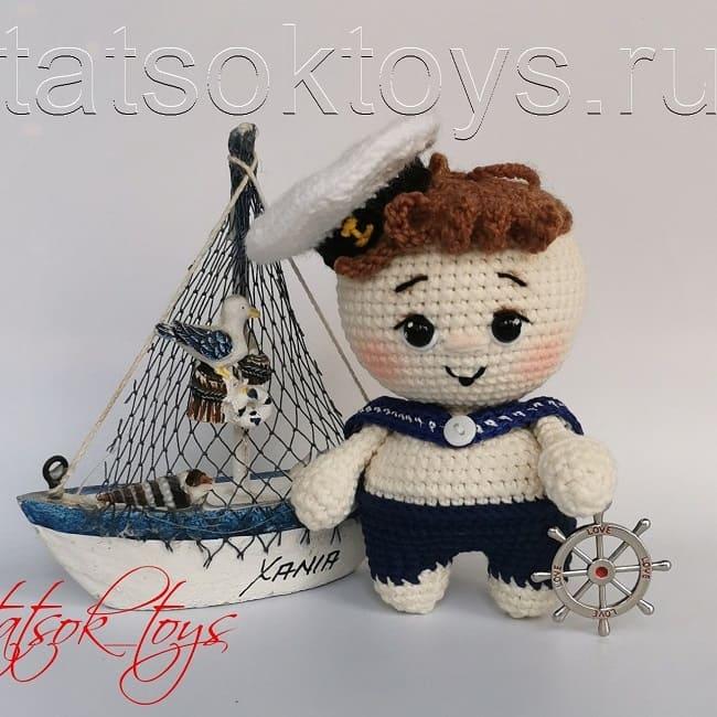 Вязаный пупс морячок