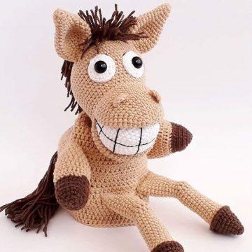 Вязаная игрушка на руку конь Хоси